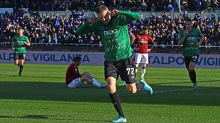Ilicic celebra uno de sus tantos ante el Milan