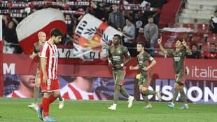 Marcos André junto a sus compañeros el gol del Mirandés