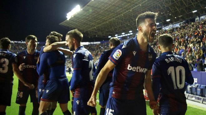 Los jugadores del Levante celebran la victoria ante el Celta.