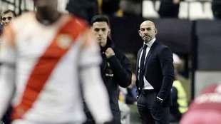 Un serio Paco Jémez durante el partido del Rayo en Vallecas ante el...