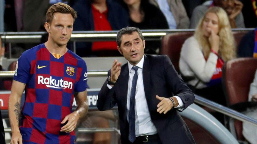 Rakitic, con Valverde.