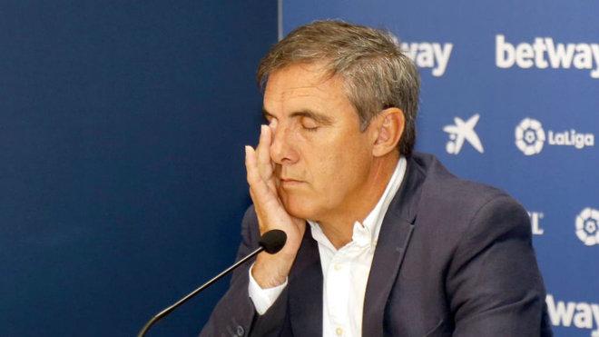 El director deportivo del Levante, Manolo Salvador durante una rueda...
