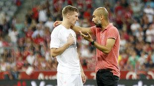 Toni Kroos y Guardiola, conversando  durante un torneo en Múnich