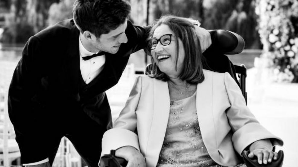 Sergi Roberto and his mother Maria Rosa.