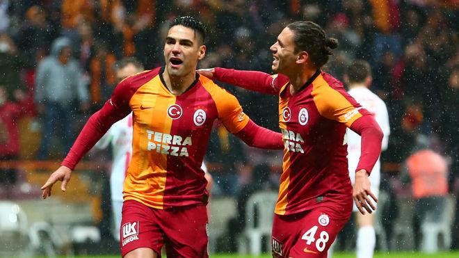 Falcao celebra uno de sus goles ante el Antalyaspor.