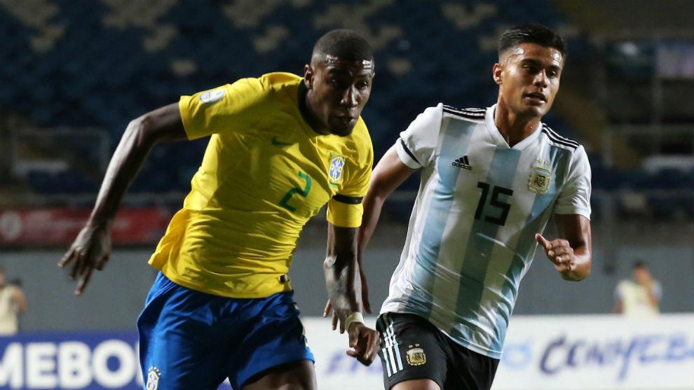 Emerson, en un partido con Brasil.