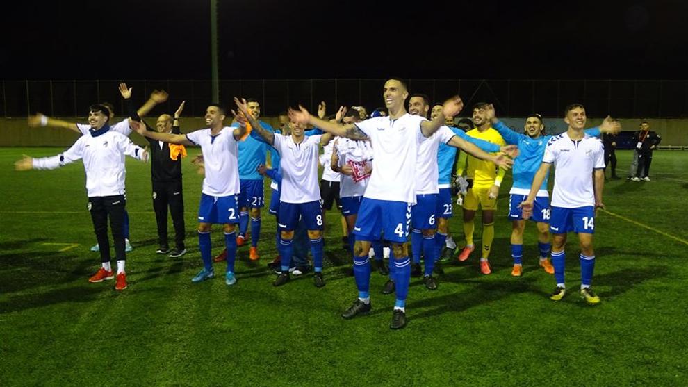 Jugadores del Tamaraceite celebrando la victoria ante el Almería en...