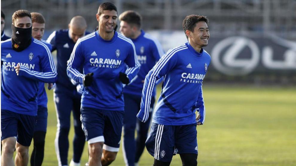 Kagawa, junto a sus compañeros en un entrenamiento.