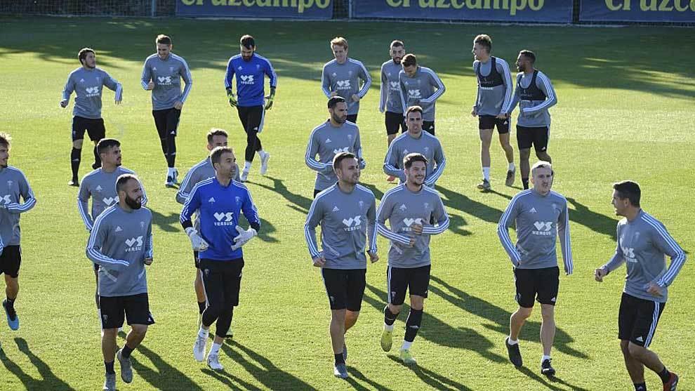 Los jugadores del Cádiz en su vuelta al trabajo en la Ciudad...
