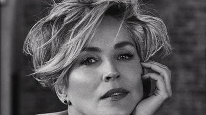 Una app de citas bloquea el perfil de Sharon Stone al crer que era un...