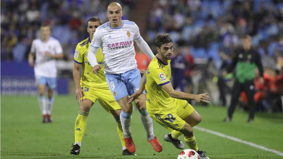 Jorge Pombo, ante el Cádiz en el partido de la pasada temporada.