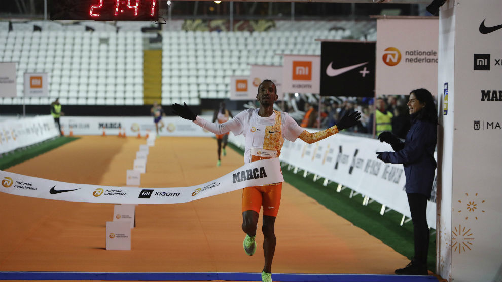 Abdi se impone en la meta de Vallecas