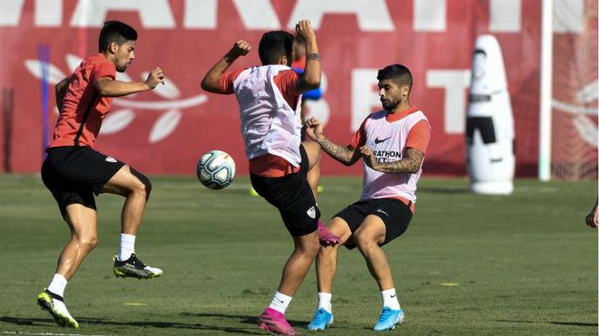 Nolito, Carrió y Banega, en un entrenamiento.