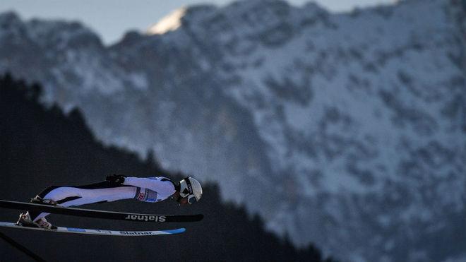 Lindvik, durante un salto en Garmisch-Partenkirchen