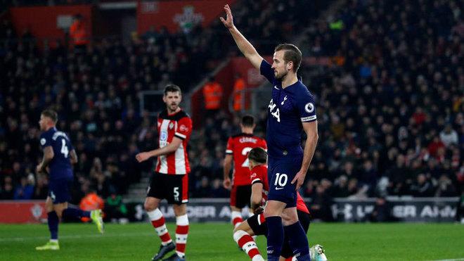 Kane pide el cambio ante el Southampton.