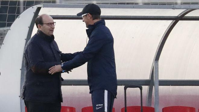 El presidente saluda al entrenador en la Ciudad deportiva.