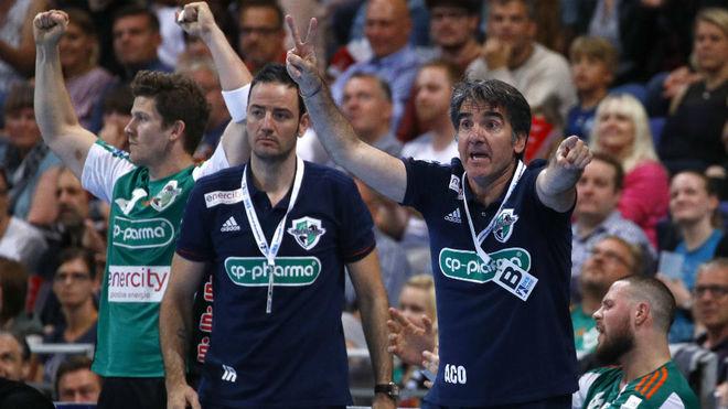 Antonio Carlos Ortega junto a Iker Romero en un partido de la...