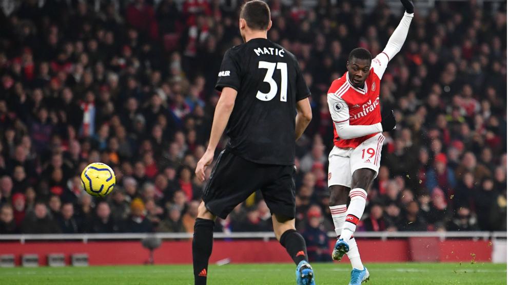 Pépé, autor de un gol, lanza a portería contra el United
