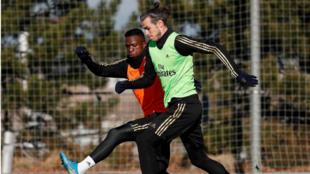 Bale y Vinícius, durante el entrenamiento de esta mañana en...