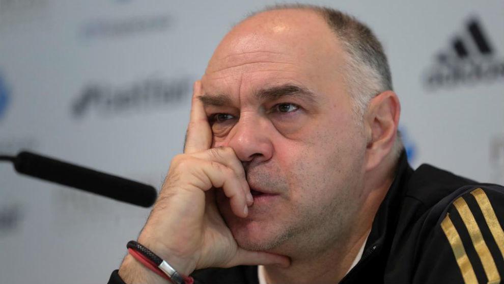 Pablo Laso, pensativo durante una rueda de prensa.