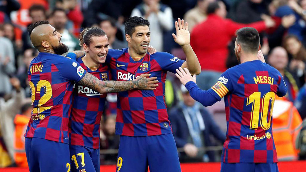 Los jugadores del Barcelona festejan un gol.