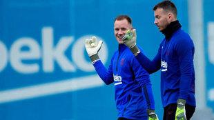 Ter Stegen y Neto, en un entrenamiento.