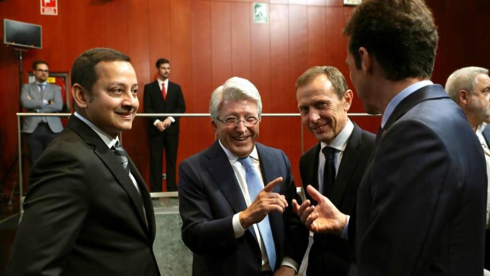 El presidente Anil Murthy, en el sorteo de la Supercopa con Cerezo,...