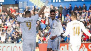 Varane celebra el 0-1 en el Coliseum