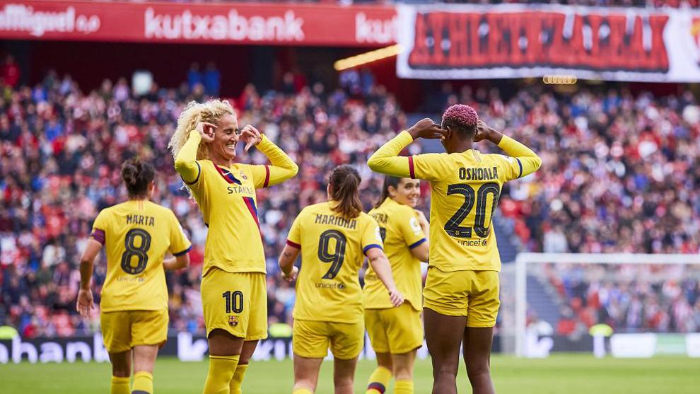 Oshoala y Hamraoui celebran un gol en San Mamés