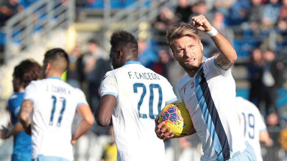 Immobile celebra uno de sus dos goles al Brescia.