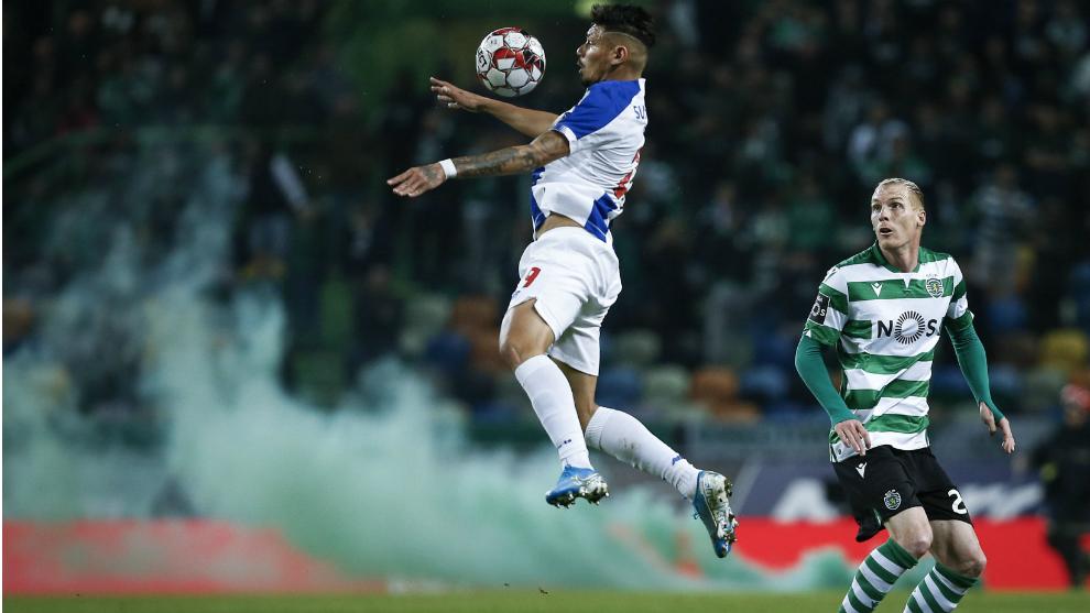 Un lance del partido entre el Oporto y el Sporting CP