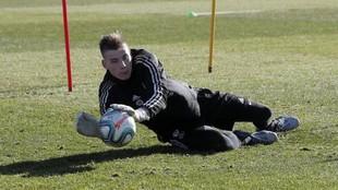 Lunin (20), en un entrenamiento con el Valladolid.