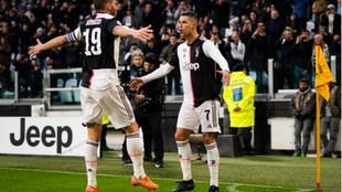 Cristiano celebra uno de sus tres goles al Cagliari