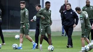 Kaptoum, durante un entrenamiento con el Betis