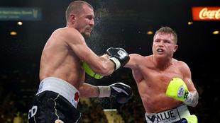 Canelo en su pelea contra Kovalev.