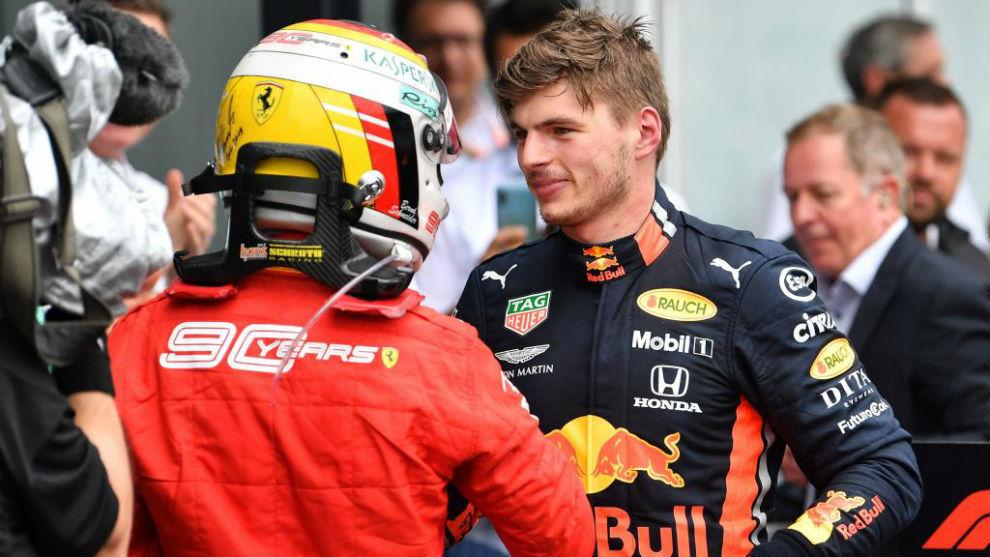 Vettel felicita a Verstappen, tras un GP de 2019.