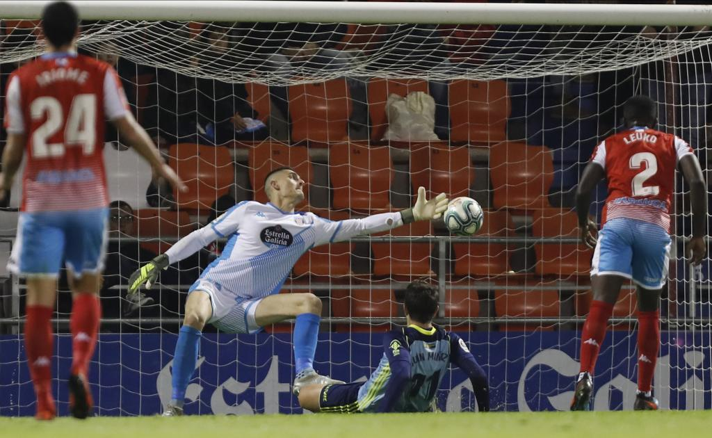 Juan Muñoz, en el momento de marcar su gol en Lugo