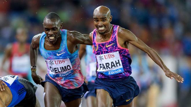 Paul Chelimo, junto a Mo Farah, en carrera