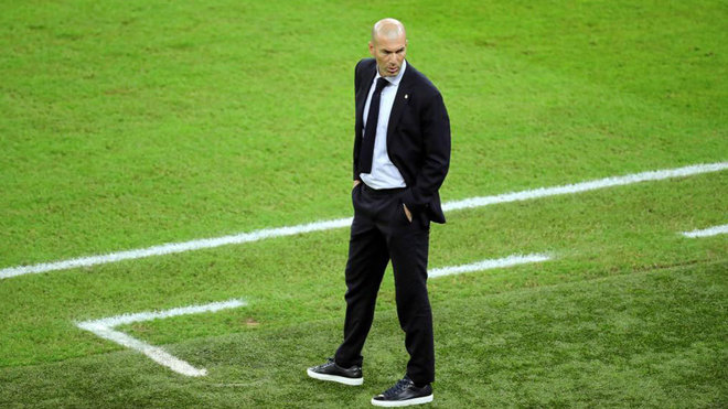 Zinedine Zidane, durante el partido de ayer ante el Valencia.