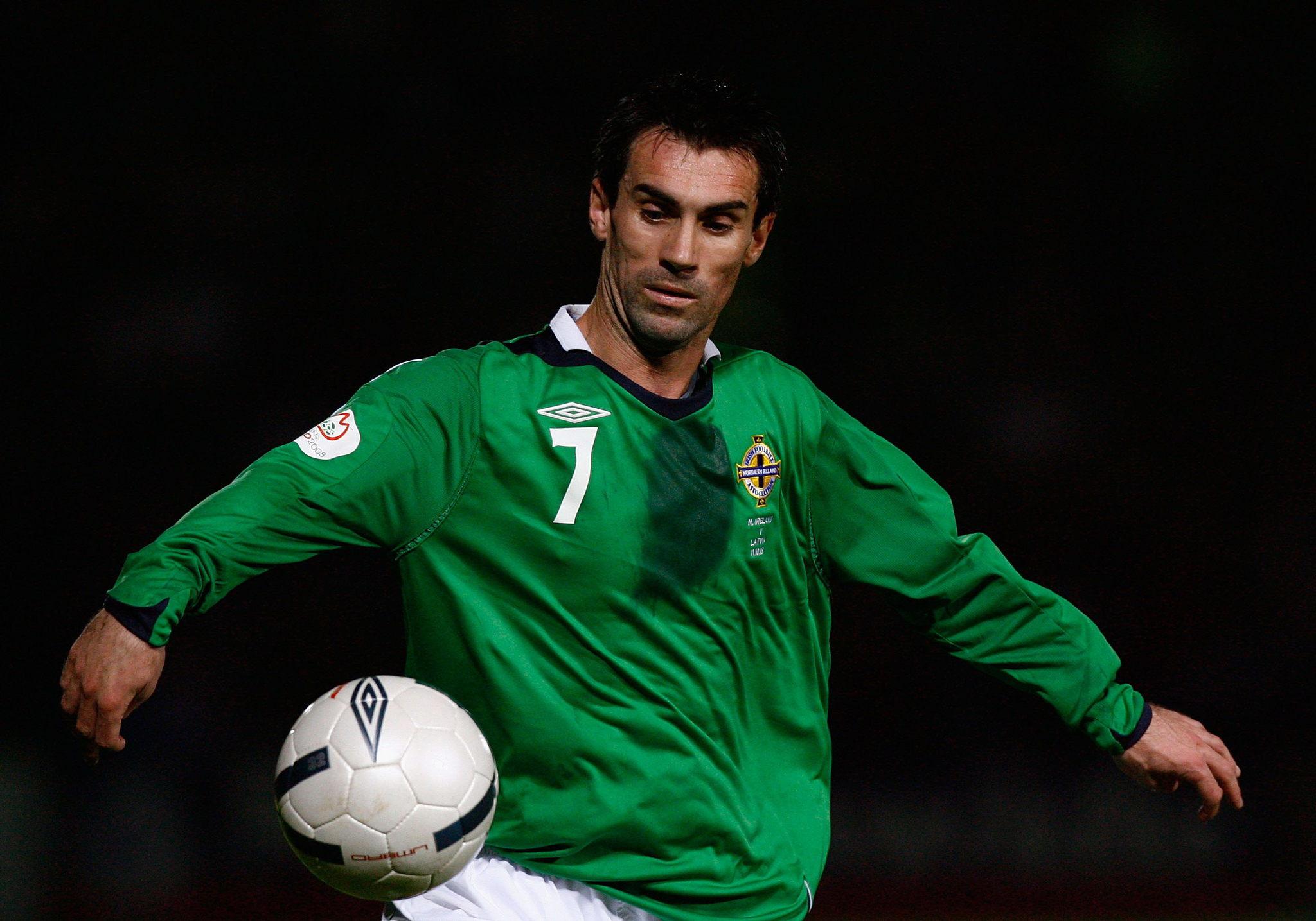 Keith Gillespie jugando con la selección de Irlanda del Norte en 2011
