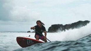 Diego Bello Lafuente, sobre una tabla de paddleboard.