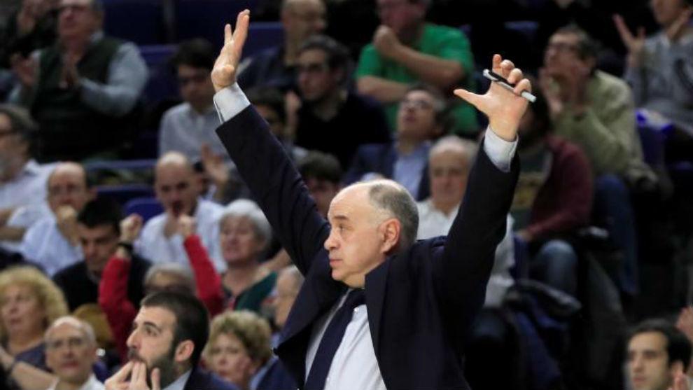 Pablo Laso gesticula durante el encuentro ante el Zalgiris.