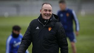 Víctor Fernández sonríe en un entrenamiento.