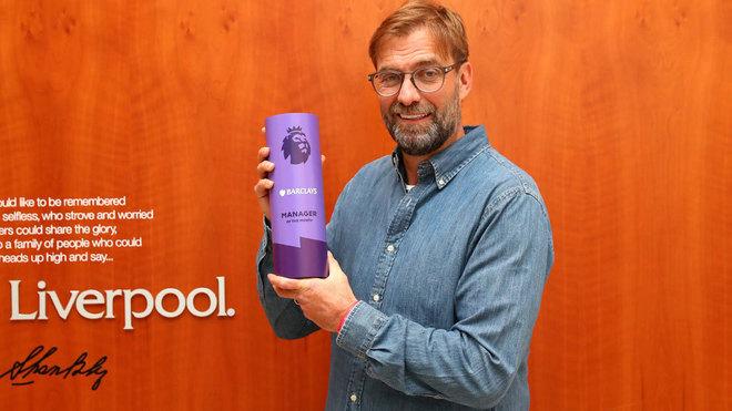 Klopp, con su premio al Mejor Entrenador de diciembre.