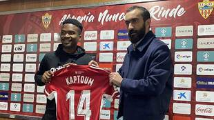 Wilfrid Kaptoum fue presentado por Mohamed El Assy como nuevo jugador...