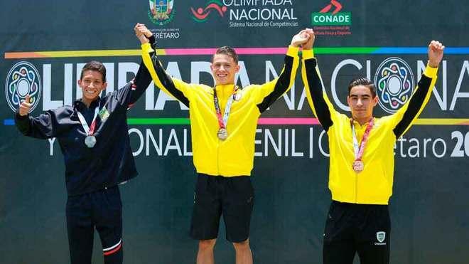 Martín Loera (centro) atleta mexicano fallecido.