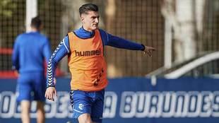 Luis Perea, en un entrrenamiento de Osasuna en las instalaciones de...