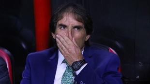 Guillermo Almada criticó el arbitraje.