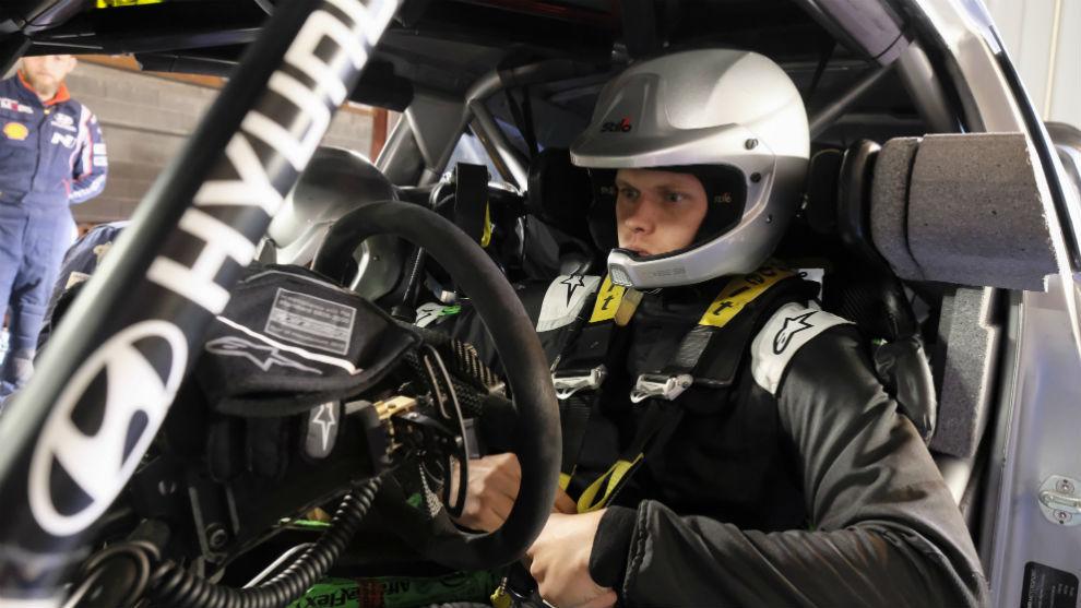 El estonio en su primer test con el Hyundai i20 Coupé WRC.