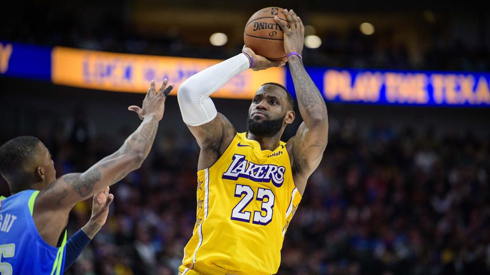 LeBron James durante el partido de los Lakers ante los Mavericks.